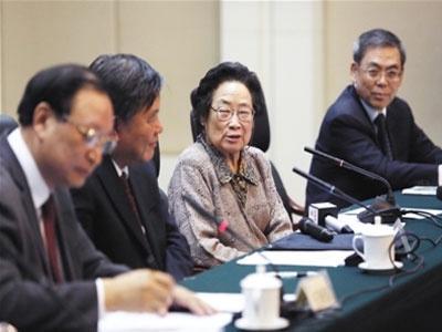 屠呦呦获诺奖:中国原创药青蒿素为何无专利权?